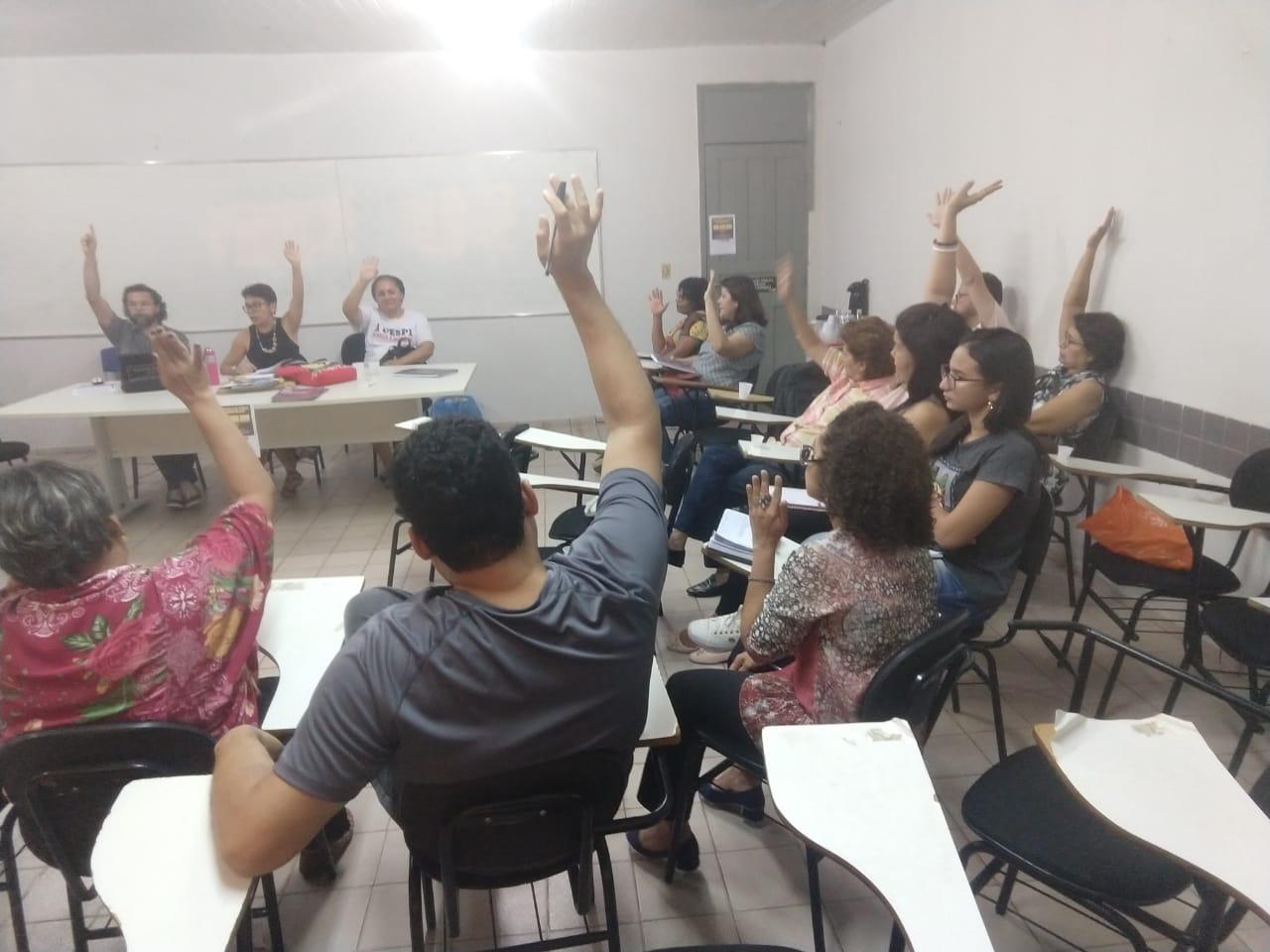 PROFESSORES DA UESPI APROVAM ADESÃO À GREVE GERAL EM DEFESA DA EDUCAÇÃO PÚBLICA